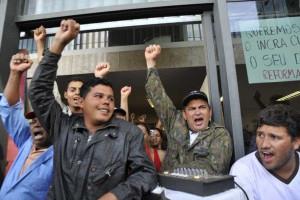 Centrais sindicais fazem protesto no Acre e no Pará