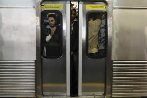 Passageiros são vítimas de arrastão dentro de trem