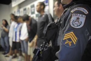 UPP troca tiros com traficantes na Rocinha
