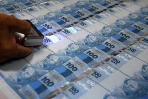 Justiça bloqueia R$ 3 milhões em conta de ex-diretor