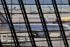 Passagens aéreas contribuem para alta da prévia da inflação