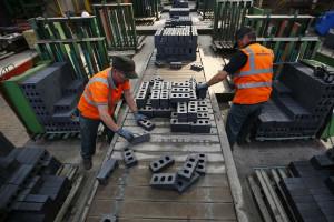 Confiança da indústria recua 9,2% em março