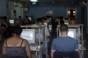 Mais de 40% dos brasileiros usa a internet para comunicar