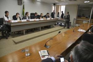 Partidos tentam obstruir sessão da CCJ