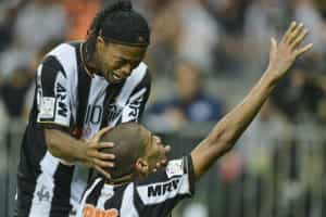 Ronaldinho esteve perto de jogar... na China