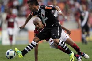 Vasco empata com Paraná no final do jogo
