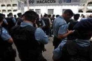 Policial de UPP é baleado durante tentativa de assalto