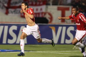 Nilmar assina pelo Inter