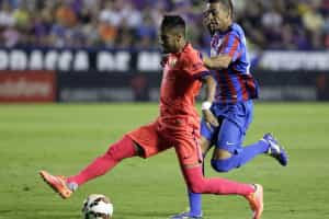 Neymar passa por fisioterapia e pode desfalcar o Barcelona