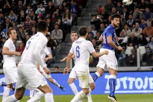 Itália e Inglaterra empatam por 1 a 1 em amistoso morno