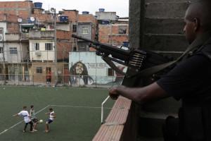 Um fuzil por dia foi apreendido em 2015 no Rio