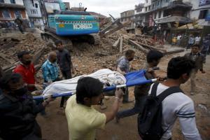 Terremoto provoca 714 mortes no Nepal e na Índia