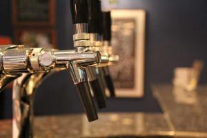 Cerveja de pinhão gera lucro para pequenos agricultores