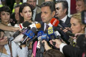 'Dilma não está raciocinando adequadamente', diz Aécio