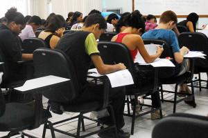 Relatório mostra que 54% dos jovens concluíram ensino médio