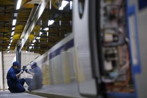 Emprego na indústria recua 0,9% em maio ante abril