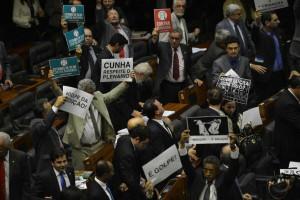 Deputados organizam reação à decisão de Cunha