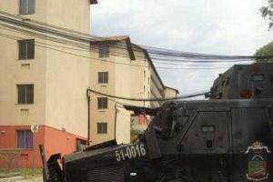 Bandidos circulam armados em conjunto do 'Minha casa, minha vida'