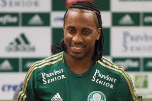 Entrosamento embala Arouca e Gabriel no Palmeiras