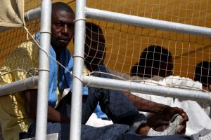 Guarda Costeira da Itália resgata 780 imigrantes no Mediterrâneo