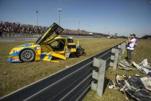 Pilotos da Stock celebram por escaparem ilesos de grave acidente