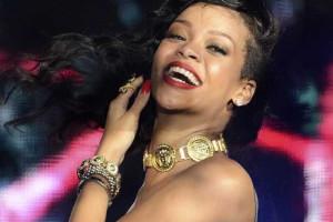 Rihanna posa em fotografia com macaco
