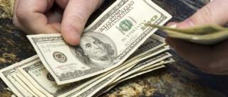 No menor patamar em 9 meses, dólar fica abaixo de 3,45