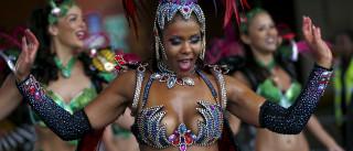Carnaval em Notting Hill atrai 2,5 milhões de pessoas a Londres