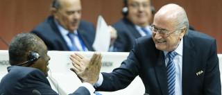 Substituto de Blatter, Hayatou descarta participar da eleição