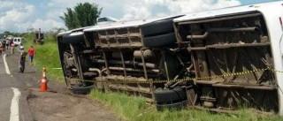 Ônibus que tombou na Rio-Teresópolis teve falha no freio