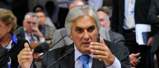 Na PF, Delcídio diz que recebeu filho de Cerveró 'por questão humanitária'