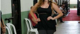 'Miss cadeia' se livra de tornozeleira e é procurada pela polícia