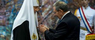 Raúl Castro condecora patriarca russo com a mais alta distinção cubana