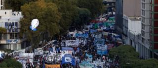 Protestos reúnem milhares de argentinos contra Macri