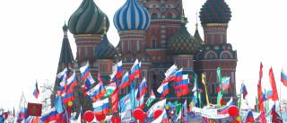 Passeata pelo 1º de Maio reúne 100 mil em Moscou