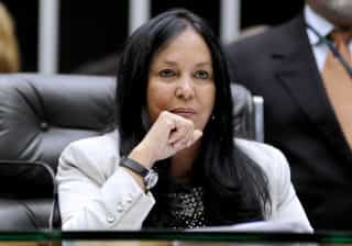 Dilma precisa estar junto com articulação política, diz Rose de Freitas