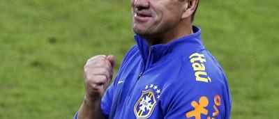 Dunga observa seleção sem Neymar e testa Lucas Lima e Hulk entre titulares