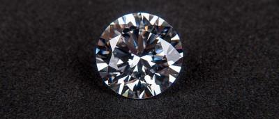 Ladrão troca diamante verdadeiro por falso em joalheria de Hong Kong
