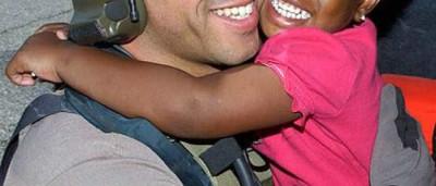Militar quer reencontrar menina que salvou após Katrina