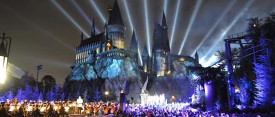 """Garota """"se põe à venda"""" para conhecer parque temático do Harry Potter"""
