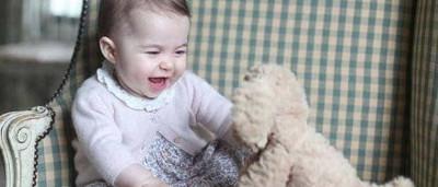 Príncipe William e Kate Middleton divulgam novas fotos de Charlotte