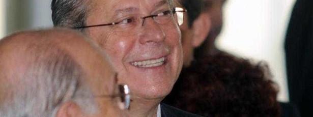 Barroso suspende decisão que permitia viagem de Dirceu