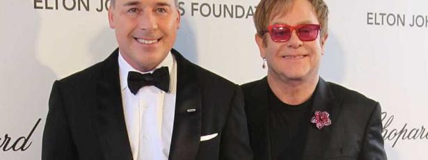 Elton John 'resgata menino ucraniano que tentou adotar'