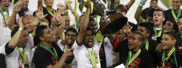 Flamengo vence o Atlético-PR e é campeão no Maracanã
