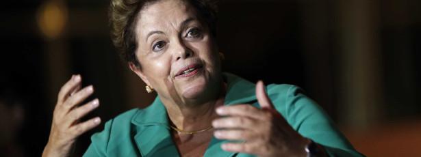 TSE decide retirar propaganda de Dilma do ar