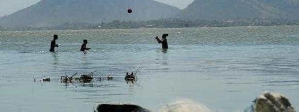 Projeto no Rio facilita banho de mar de pessoas com deficiência