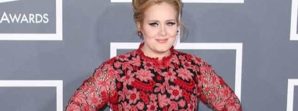 Adele mantém compositores no escuro