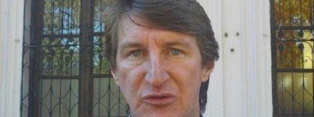 Acusado de corrupção, ex-prefeito foge de canoa para o Brasil