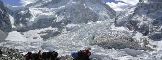Terremoto atinge expedição de montanhista brasileiro no Everest