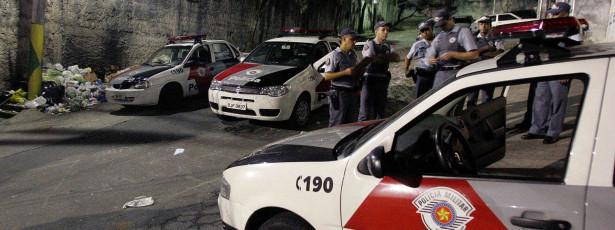 Menino de 11 anos troca tiros com a polícia após roubar carro
